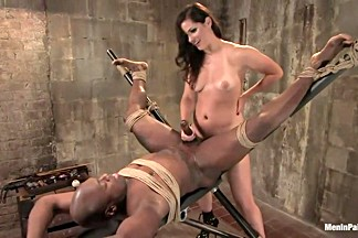 Gorgeous Dominatrix teaches Pussy Worship