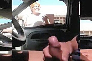 Dude is jerking off in his car and watches what the ladies