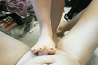 Using her feet perfectly to please