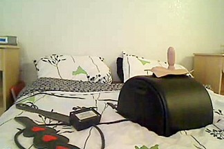 Mea playing with her fuck machine and sybian