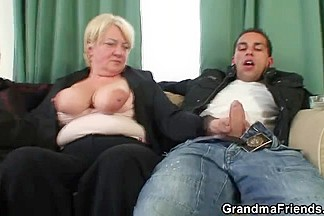 2 buddies gangbang old wench