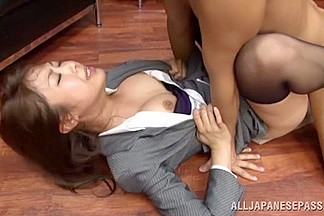 Sae Aihara´s Pantyhose Pulled Down For Great Office Sex