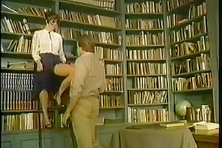 Vintage : Getting smutty in the library - BG972