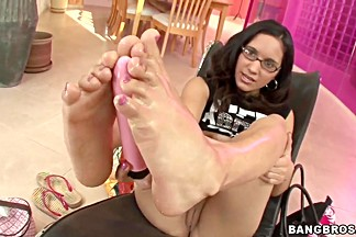 Tia Cyrus show awesome feet and plays with her toys