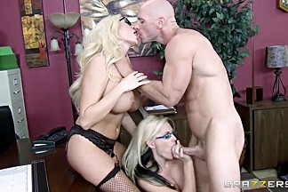 Alena Croft, Johnny Sins & Summer Brielle banging