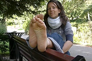 French barefeet hippy girl