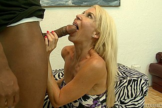 Blonde does professional blowjob and receives a facial