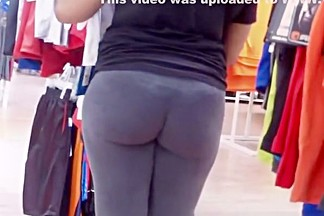 Big ass ebony woman in gray leggings