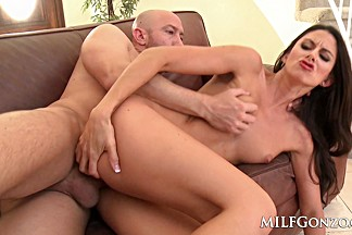 Fit MILF Nikki Daniels gets fucked