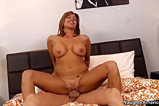 Sexy milf Tara Holiday is fucking with Bruce Venture