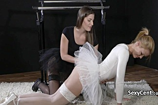 Ballet babes in lesbian action