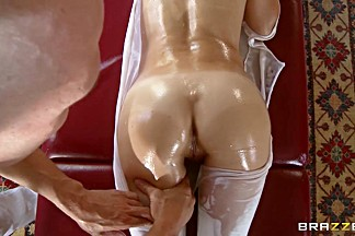 Brazzers - Dirty Masseur - Jenni Lee and Johnny Sins - Stretch Pants And Pulling Groins