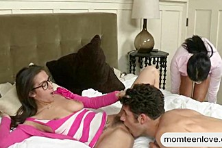 April Oneil and Vanilla Deville threeway session in bed