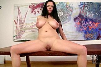 Hot chubby babe Shione Cooper is masturbating