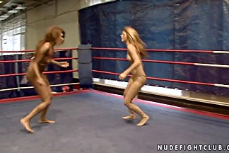 Fighters Cindy Hope and Keisha Kane using hardcore techniques at the ring