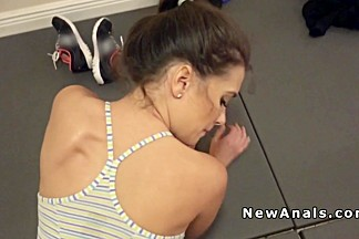 Dude fucks girlfriends ass in gym