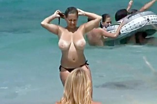 Big natural tits woman topless in the beach