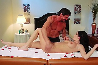 Tigth ass Alektra Blue gives head to muscled stud